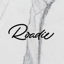 Roadie Magazine. Um projeto de Design editorial, Caligrafia, Lettering, Caligrafia com brush pen, H e lettering de Iván Caíña - 01.10.2019