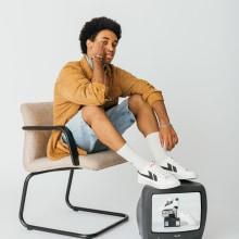 Kolca: Retro Sneakers For Your Everyday Minimal Streetwear. A Kunstleitung, Bühnendekoration, Content-Marketing und Werbefotografie project by Miriam Martín Price - 30.11.2020