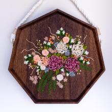 Wedding Bouquet Commission. Un proyecto de Artesanía, Bordado, Tejido y Carpintería de Sara Pastrana (Flourishing Fibers) - 23.08.2021