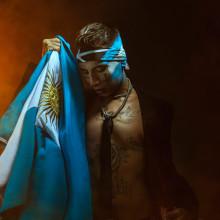Neo Pistea. Un progetto di Fotografia, Direzione artistica, Ritocco fotografico , e Fotografia pubblicitaria di Mikeila Borgia - 04.10.2021