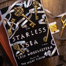 Starless Sea Cover Reveal. Un proyecto de Bordado de Jen Smith - 20.10.2021