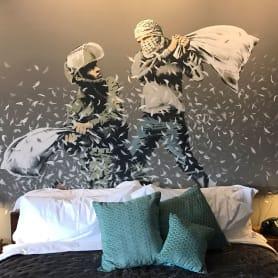 """El nuevo hotel de Banksy tiene """"las peores vistas del mundo"""""""