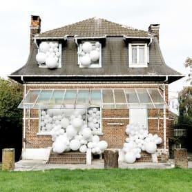 Charles Pétillon crea poesía fotográfica con globos