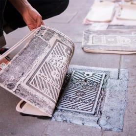 Raubdruckerin: la calle es su taller de grabado