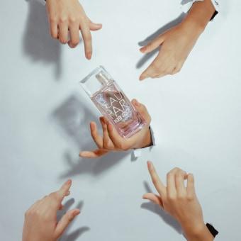 Foto artística y surreal en publicidad. Un progetto di Pubblicità, Fotografia, Fotografia di prodotti, Fotografia di moda, Arte concettuale, Fotografia digitale, Content marketing , e Fotografia pubblicitaria di Isabel M. Mejia - 12.06.2020