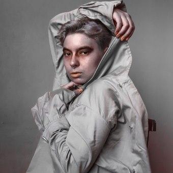 ressurgir. Un progetto di Fotografia con smartphone, Fotografia di moda, Fotografia di ritratto, Fotografia artistica, Composizione fotografica , e Autoritratto fotografico di jukia - 03.01.2021