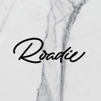Roadie Magazine. Un projet de Conception éditoriale, Calligraphie, Lettering, Calligraphie avec brushpen, H , et lettering de Iván Caíña - 01.10.2019