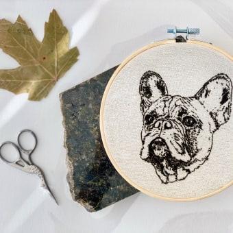 French Bulldog - Embroidered Portrait. Un proyecto de Artesanía, Creatividad, Ilustración de retrato, Bordado, Dibujo de Retrato, Dibujo realista y Crochet de Gerardo Hinojosa - 19.02.2021