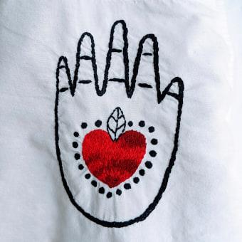 My Tattoo Shirt. Um projeto de Bordado, Ilustração têxtil, Upc e cling de Claudia Dominguez - 26.03.2021