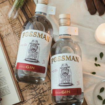 Fossman Botanical Gin. A Illustration, Br, ing, Identit, Packaging, Calligraph, Lettering, and Botanical illustration project by Manuele Mancini estudio - 04.21.2021