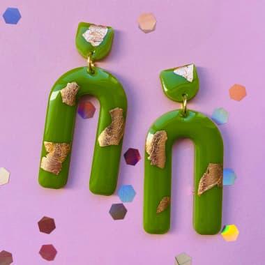 Mia Winston-Hart Creates Vibrant Resin Jewelry
