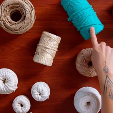Materiales básicos para crear tapices de macramé