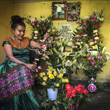 Women Photograph: A World Catalog of 1300 Female Photographers