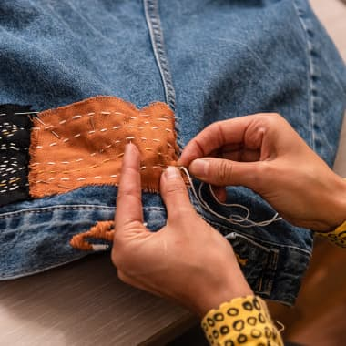 7 Free Tutorials With DIY Ideas to Easily Repair Your Clothes