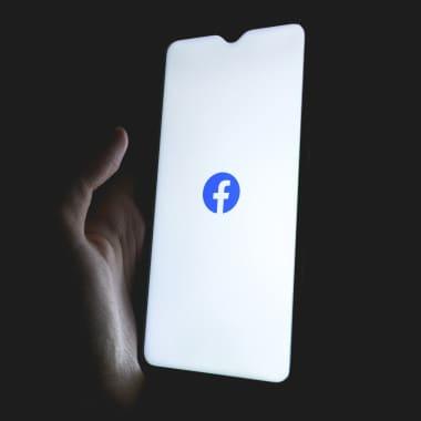 Descarga gratis una guía de formatos de anuncios para Facebook