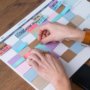 Descarga gratis una plantilla de calendario mensual para redes sociales
