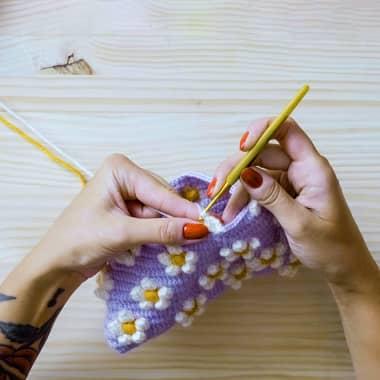 Tutorial de Crochê: como fazer um ponto pipoca com 3 cores