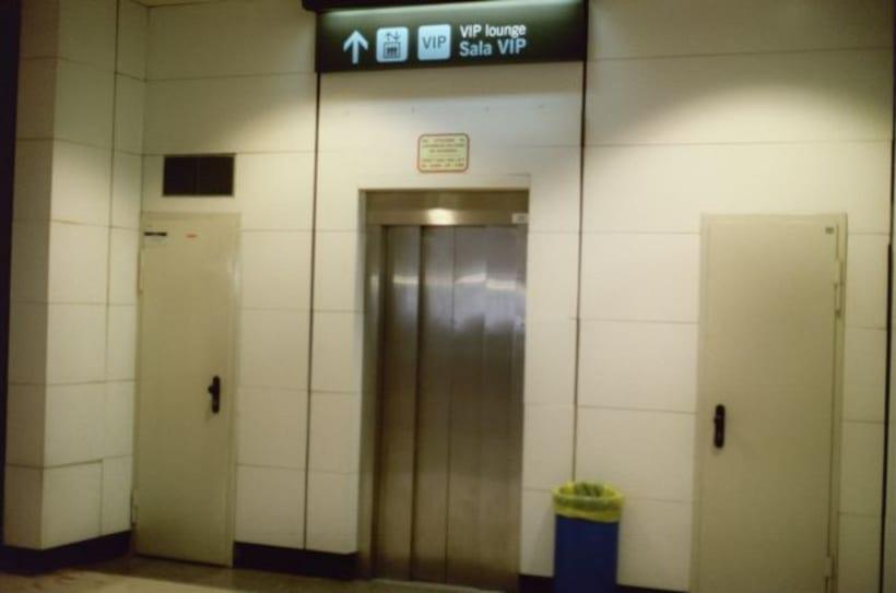 Aeropuerto, la espera. Time measures at the airport. 5