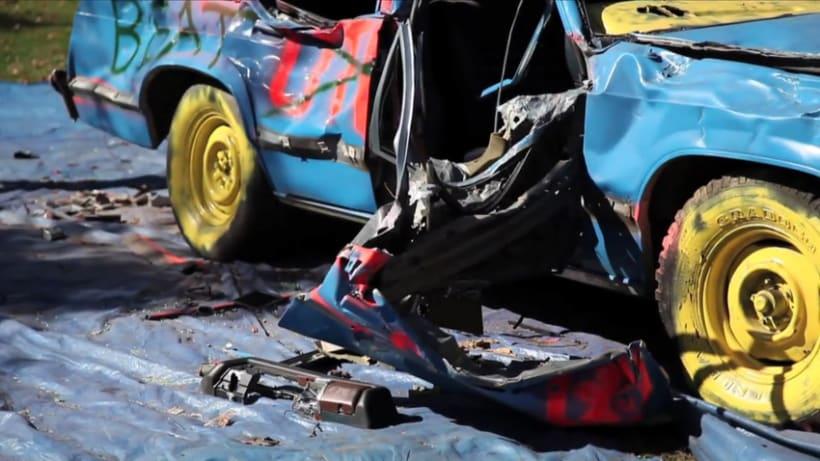 Destruyendo un coche 11