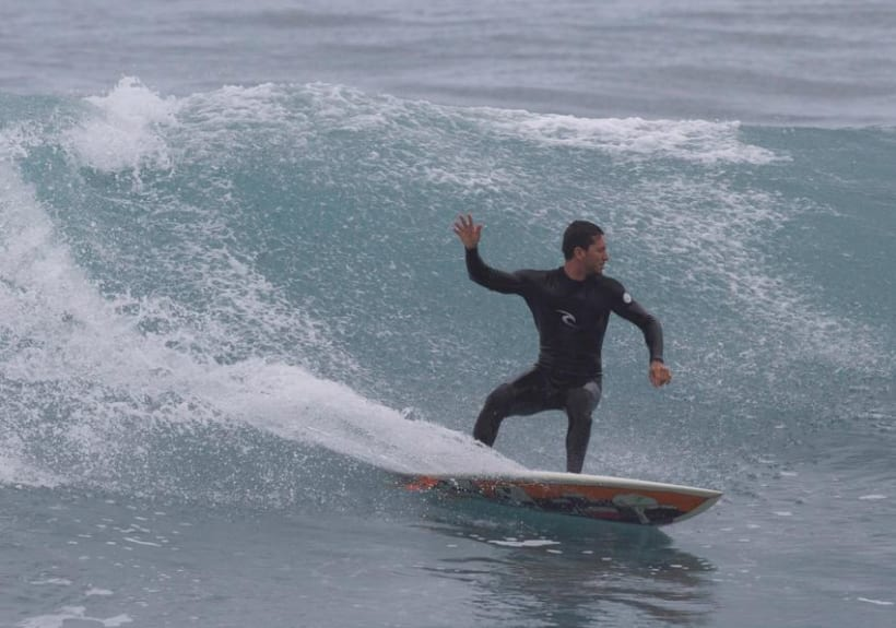 Ilustración sobre tabla de surf 2