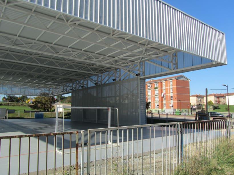 Pista cubierta en el colegio de Los Pericones. Gijón. 1