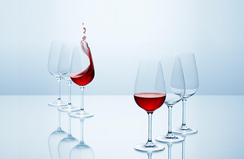 SPLASHING WINE 5