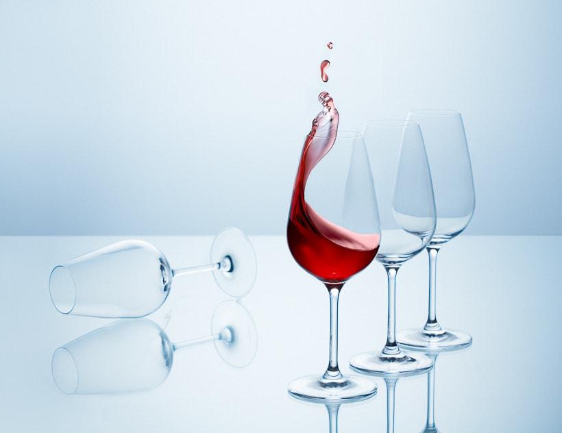 SPLASHING WINE 4