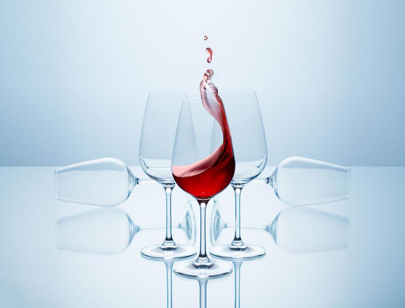 SPLASHING WINE 3