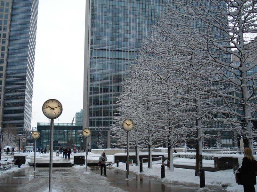Snowy Loving London 3