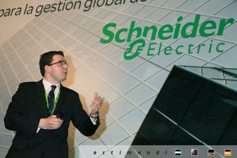 Schneider Electric - EcoStruxure 24