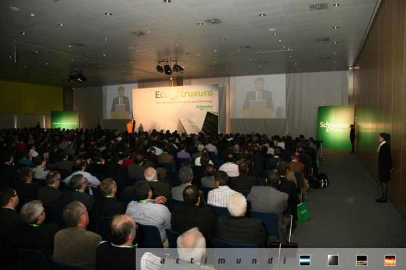 Schneider Electric - EcoStruxure 8