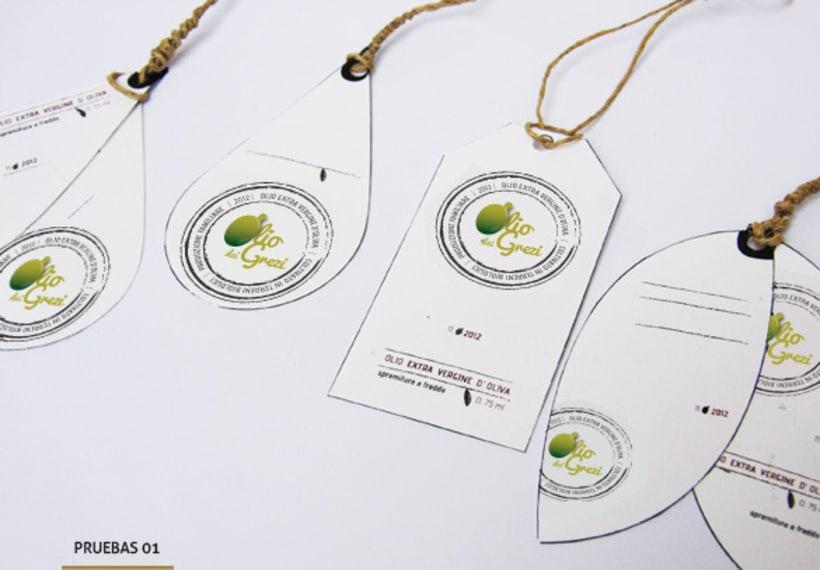 Diseño de un logo y etiqueta de aceite de oliva virgen extra de producción familiar 1