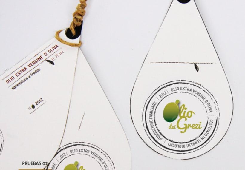 Diseño de un logo y etiqueta de aceite de oliva virgen extra de producción familiar 2