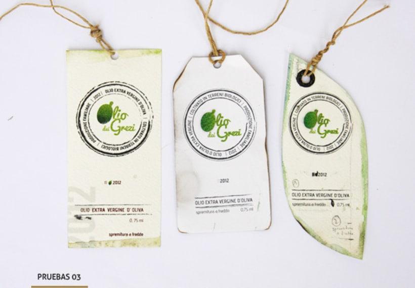 Diseño de un logo y etiqueta de aceite de oliva virgen extra de producción familiar 3