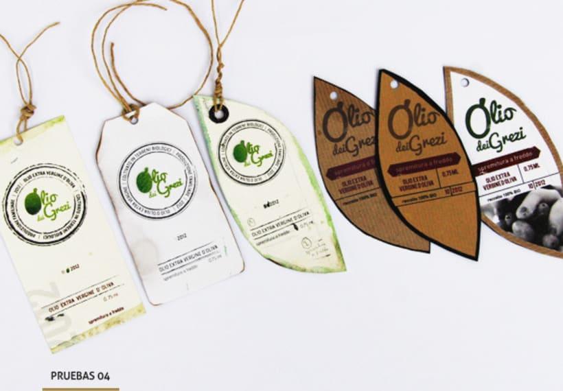 Diseño de un logo y etiqueta de aceite de oliva virgen extra de producción familiar 4