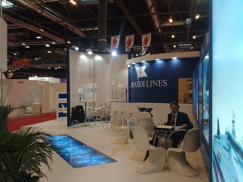 Stand Fitur 1