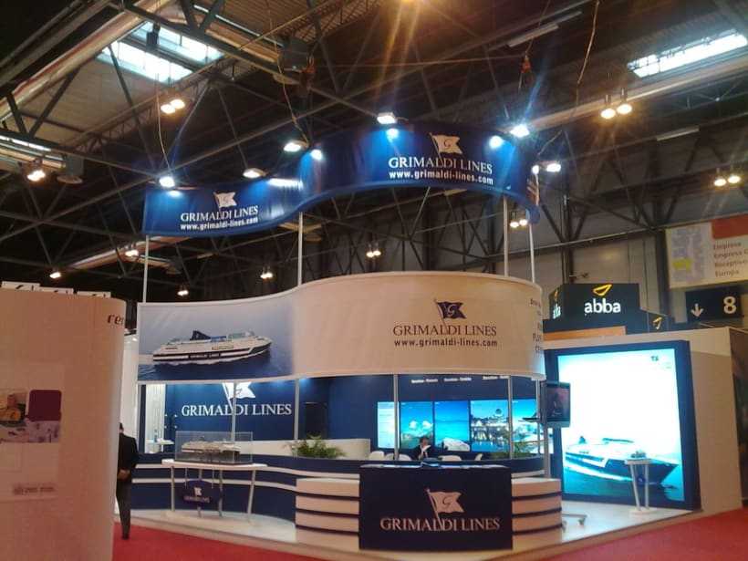 Stand Fitur 4