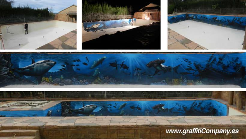 Mural marino en piscina domestika for Decoracion patio con piscina
