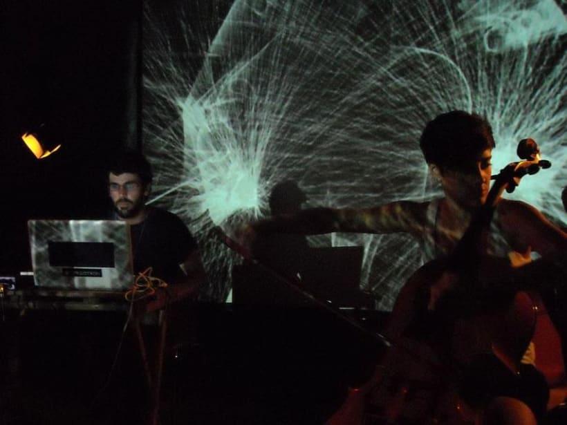 Diseño y programación de visuales para el grupo Cello+Laptop.  2