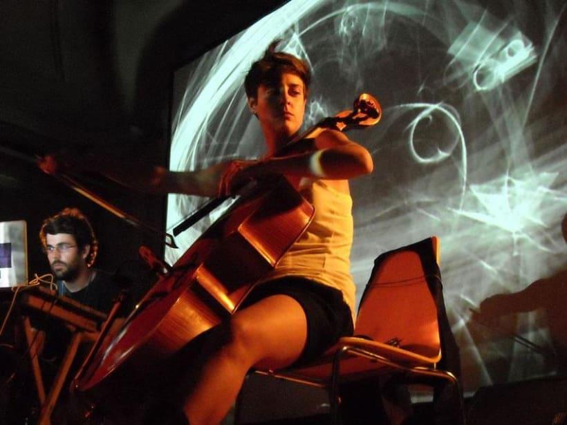 Diseño y programación de visuales para el grupo Cello+Laptop.  1