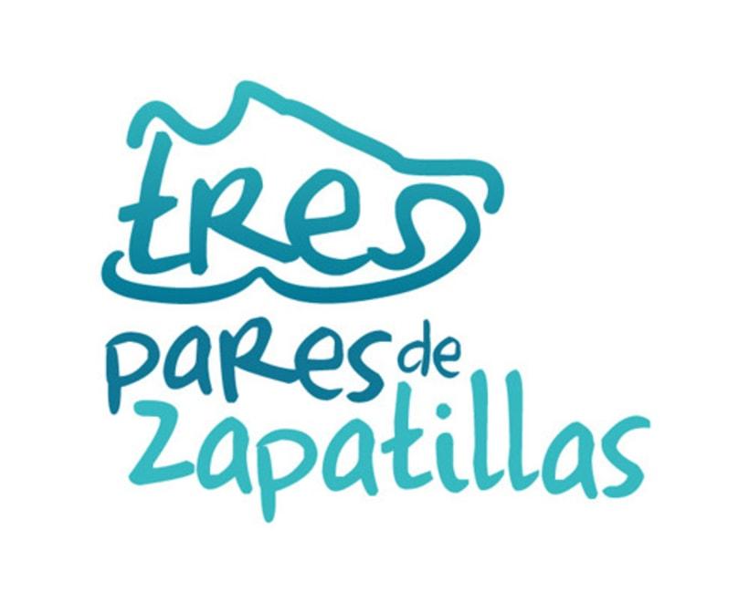 TRES PARES DE ZAPATILLAS 1