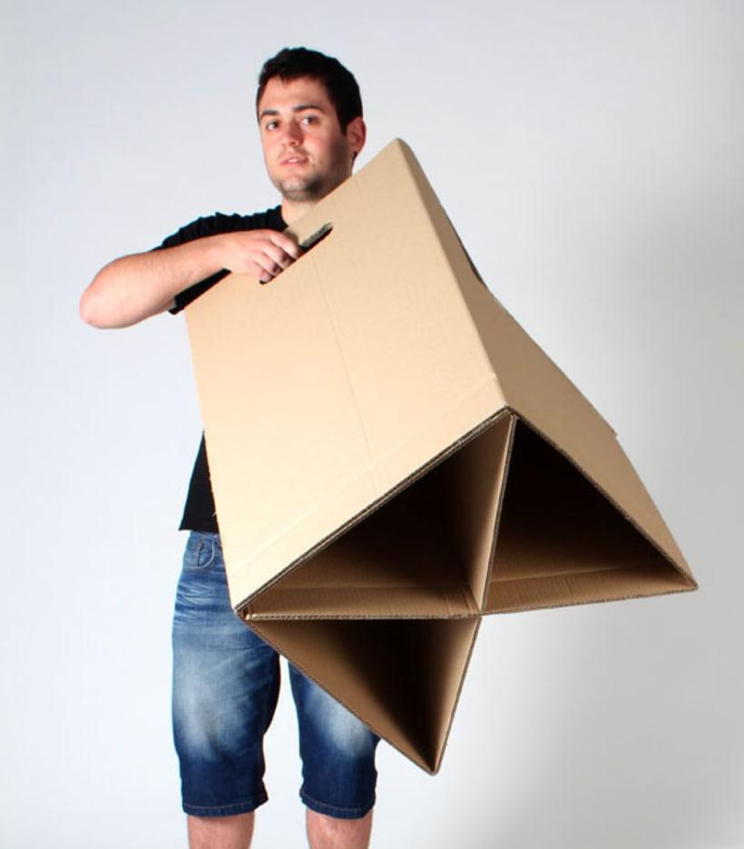 Silla y escritorio de cartón 2