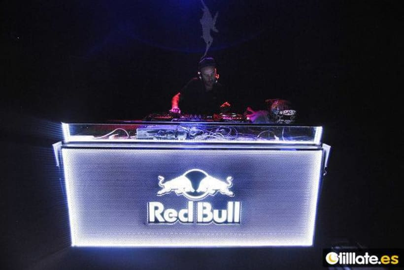 Mesa Dj Flight Case Red Bull Domestika