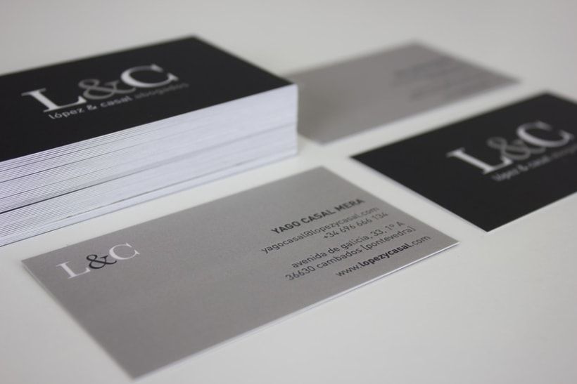 Diseño de imagen corporativa + responsive web design de López & Casal Abogados 0
