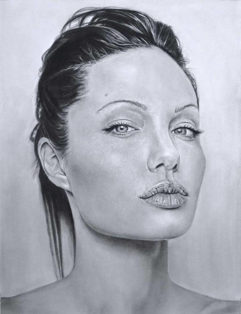 Retrato al carboncillo de Angelina Jolie -1