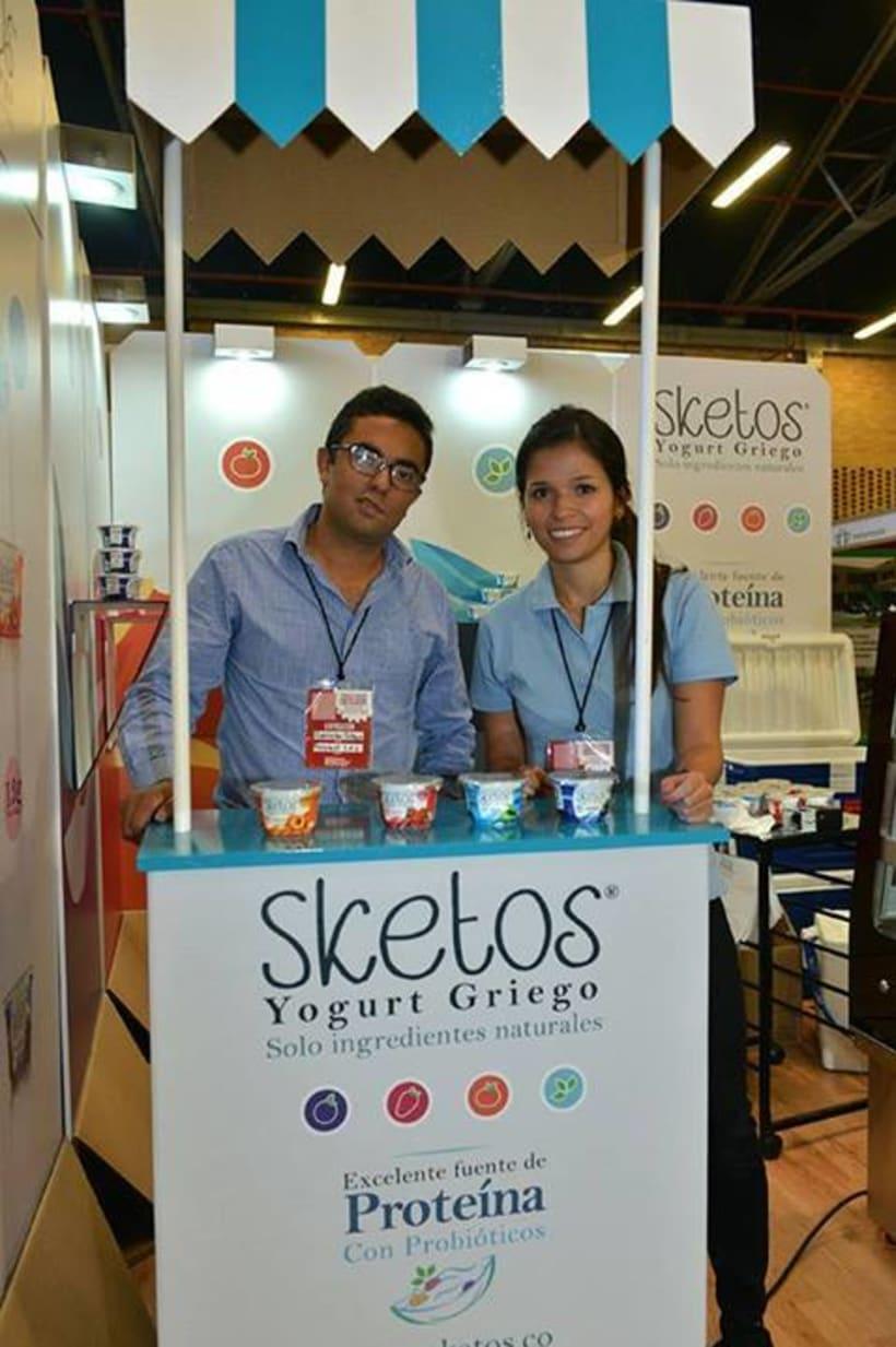 """Sketos """"Yogurt Griego"""" / Stand Jóvenes Empresarios 1"""