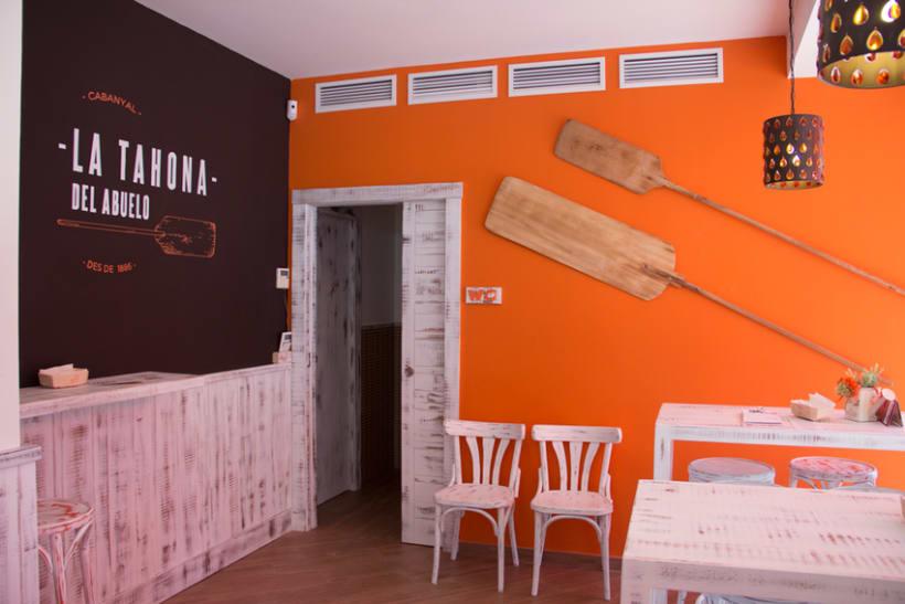 La Tahona del abuelo, horno tradicional y cafetería. Señalética, murales, vinilos. Valencia / 2013-2014 6