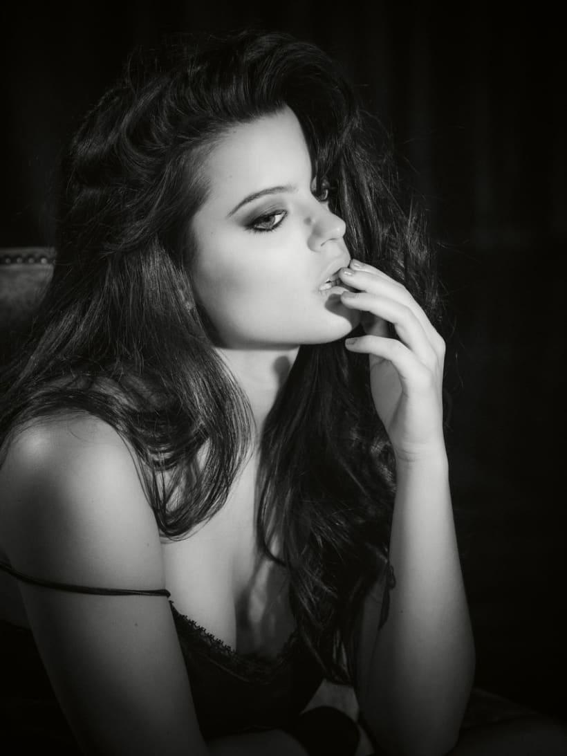 Adriana Torrebejano 6
