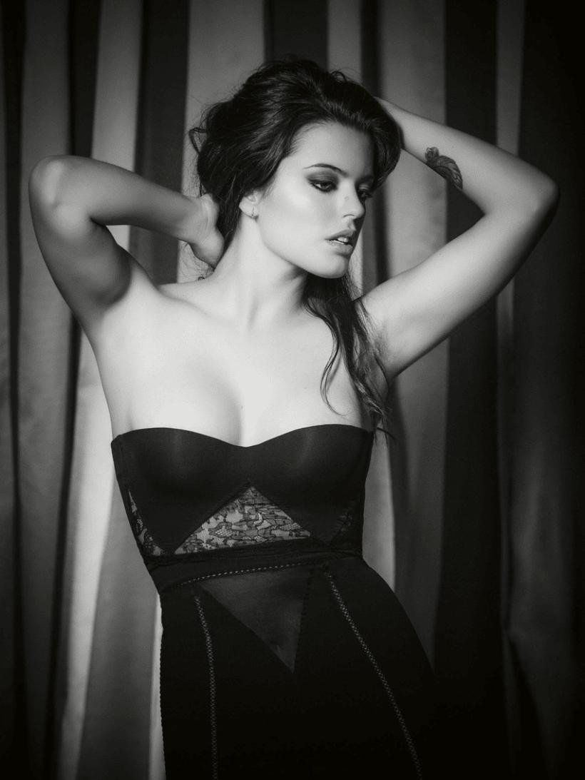 Adriana Torrebejano 9