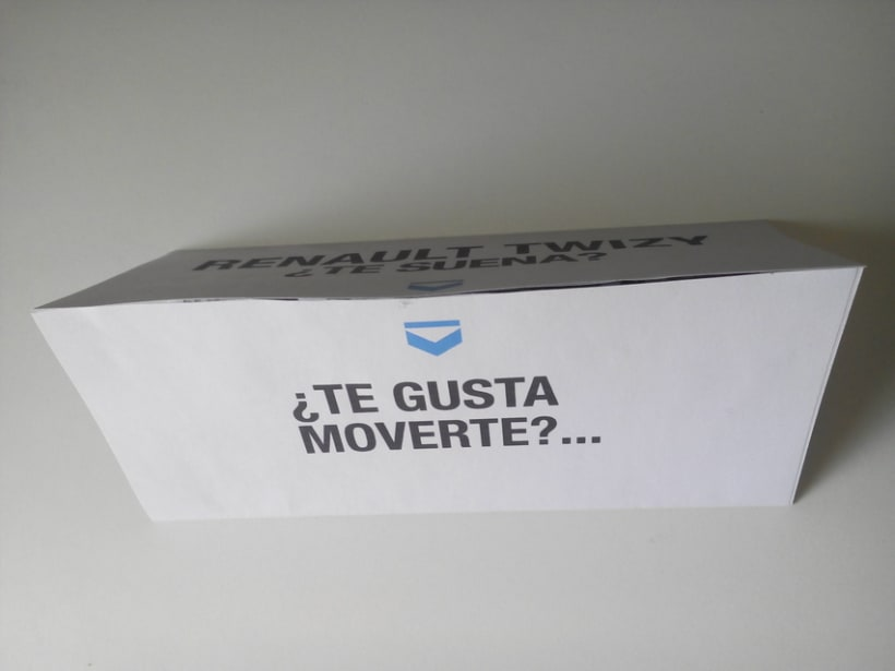 Renault Twizy. Folleto, realizado en el Máster de diseño gráfico en Aula Creactiva 2
